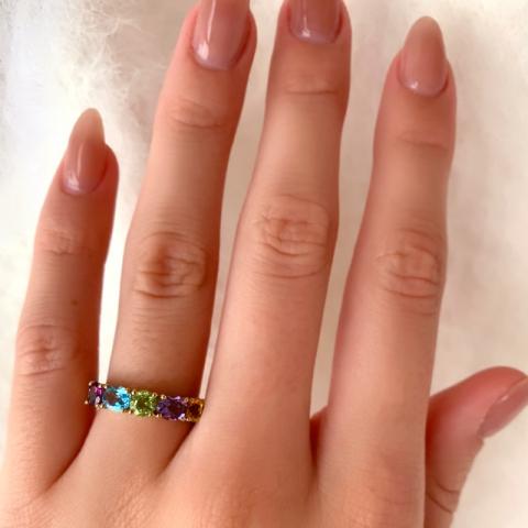 Goldringe: mehrfarbigem Ring aus 8 Karat Gold
