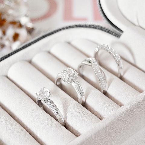 Gross weißem zirkon ring aus silber