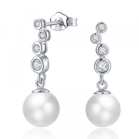 Weißen Perleohrringe in Silber