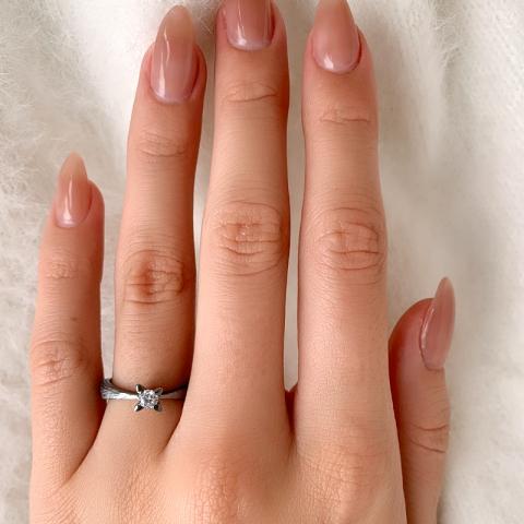 Schön Solitärring aus schwarzes rhodiniertes Silber